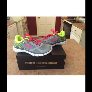 Under Armour Other - Nwt girls under Armour micro g velocity athletic