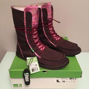 Sanuk Shoes - FINAL PRICE‼️ Sanuk Lace Up Boots
