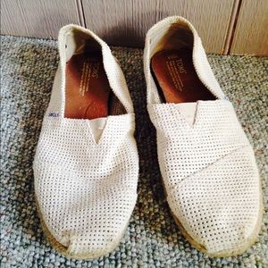 TOMS Other - White TOMS Shoes