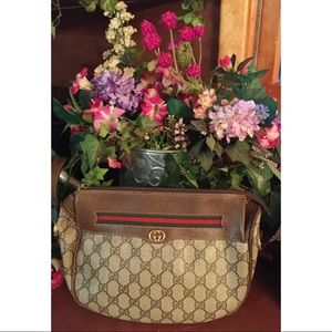 Gucci Handbags - 💯 percent authentic Gucci cross body.