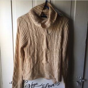 NWT✨Forever 21 Turtleneck Cream knit sweater