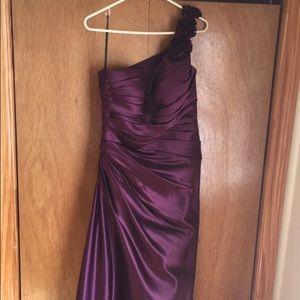Dresses & Skirts - One shoulder dress!