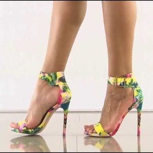 Steve Madden Shoes - Steve Madden multi color floral heels