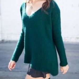 Brandy Melville Sweaters - Brandy Melville green v neck sweater