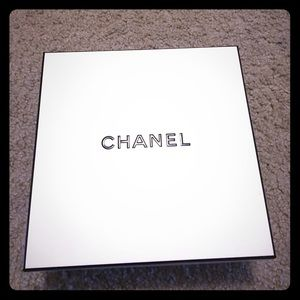 🎁Chanel gift box and tissue! 🎁