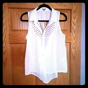 Charlotte Russe Tops - Charlotte Russe high low button down tank