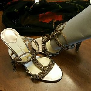 Limited Edition Shoes - ♥️😊Stunning bronze heeled sandals🌹