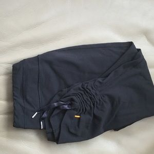 Lucy Hatha capris cropped legging black size M