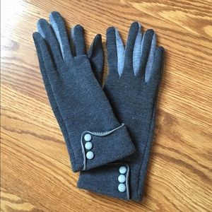 2 Chic Accessories - NWOT Stylish Gray Gloves