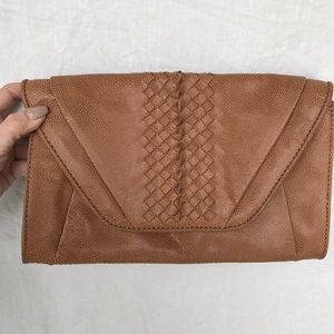 Elliott Lucca Handbags - Elliott Luca Tan Leather Clutch