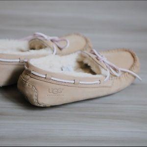 UGG Shoes - UGG Dakota Size 8