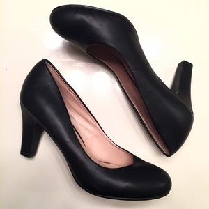 Journee Collection Shoes - Black business shoes women's size 8.5