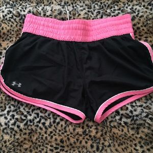 Under Armour Pants - Under armor Semi-fitted heat gear shorts