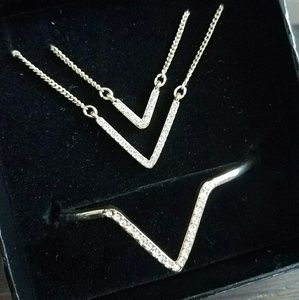 Gold necklace and bracelet set VS