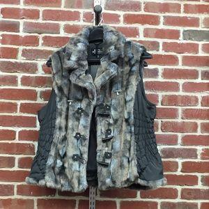 NWT Montanaco Faux fur vest