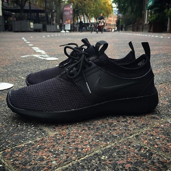 NWT Nike juvenate txt triple black