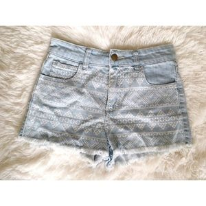 Tribal print light denim shorts