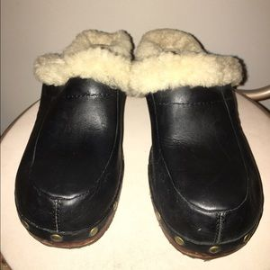 Shoes - 🎉 UGG Fur Lined Clogs 🎉