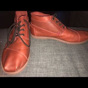 TOMS Other - Toms Mens Orange Brown Leather Botas Size 10 Boots