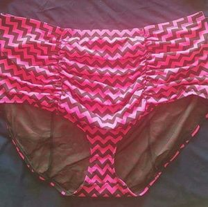 bbb8e20ceff26 torrid Swim - Torrid hot pink and black chevron swimsuit nwt!