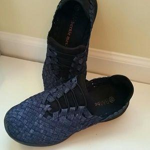 bernie mev. Shoes - Bernie mev 6.5/7 woven slip on flats