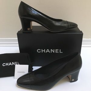 New chanel leather pumps CC logo