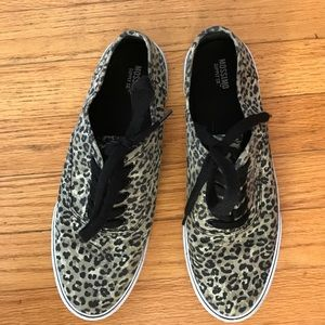 Mossimo Supply Co Shoes - Mossimo canvas shoes-similar to vans. Like new