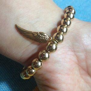 Jewelry - 📣5 for $13 📣 Gold tone bracelet w/ feather charm