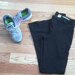 Lucy perfect core workout pants with a flare sz M