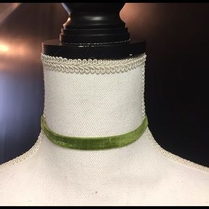 Jewelry - Green gold velvet chocker necklace new
