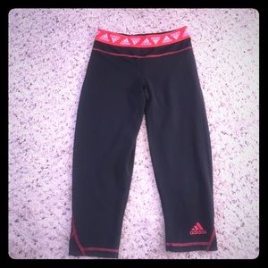 Adidas reversible work out capris black w/ red