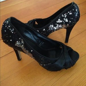 Dots Shoes - Sequined heels size 8.5