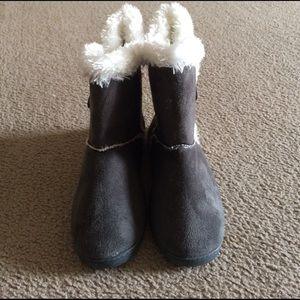 Dawgs Shoes - Dark grey faux fur boots