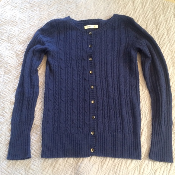 Old navy navy blue button up cardigan style sweater. This is a size ex ex L, but fits snug for a double lax. The armpit to armpit measurement is 21 inches across one side lying flat, the total length of the sweater from the shoulder is 27 inches.