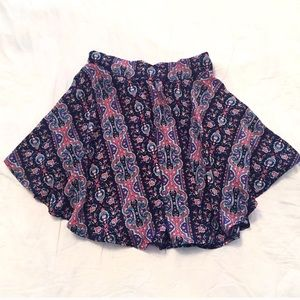 ❣BOGO 1/2 off❣Beautiful flowy floral mini skirt
