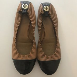 AUTHENTIC TORY BURCH ABBY FLAT BLACK AND TAN