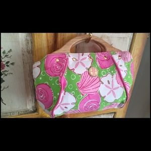 Lilly Pulitzer Handbags - Lilly Pulitzer Purse Sandy Toes Wood Handles Retro
