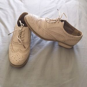 ModCloth Shoes - Modcloth Talking Picture Oxfords in Biscuit