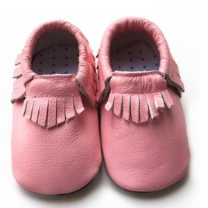Zulilly Other - Pink fringe baby moccasins