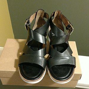 Sofft Shoes - SOFFT BLACK SANDALS
