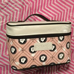 Benefit Handbags - Benefit cosmetic case