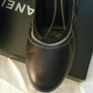 CHANEL Shoes - Authentic Chanel round toe pumps size 40.