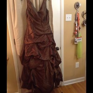 Bill Levkoff Dresses & Skirts - Flash sale! Gorgeous shimmering gown with pick up