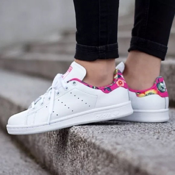 NEW Adidas Stan Smith Floral Print Sneaker