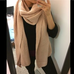 H&M Accessories - Giant H&M scarf