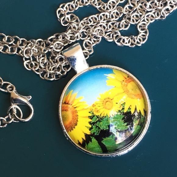 Jewelry - Sunny ☀️ sunflower 🌻 pendant