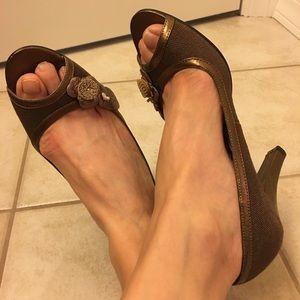 Bandolino Shoes - Bandolino peep toe gold pumps