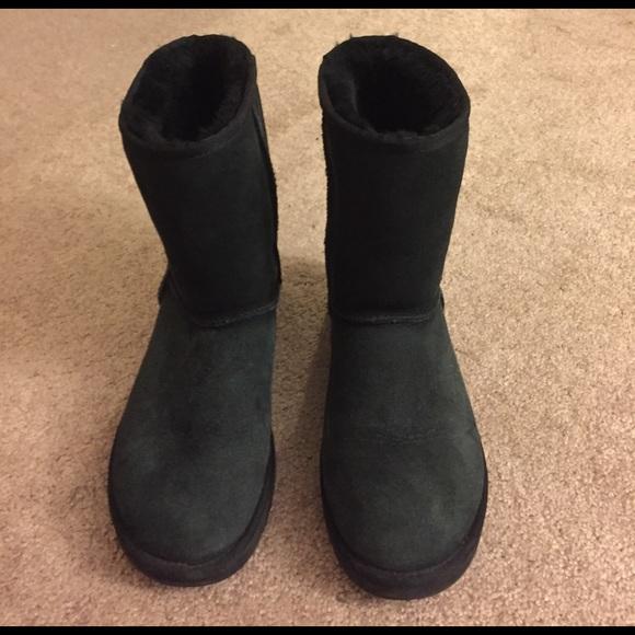 black uggs turning feet black