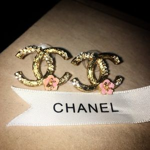 CHANEL Jewelry - CHANEL 🌸Blossom🌸 Earrings