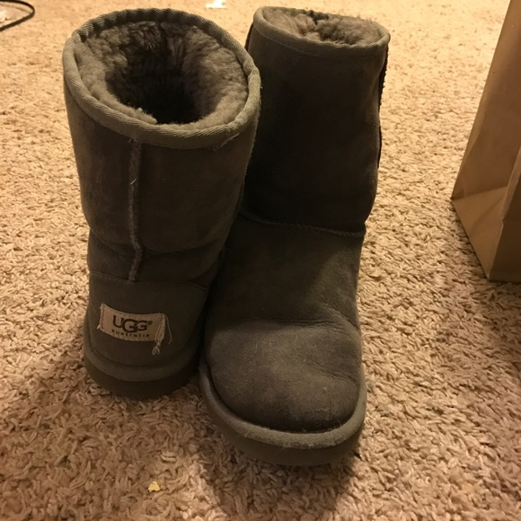 grey uggs size 5